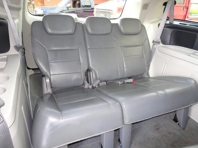 2009 Volkswagen Routan SEL Premium CARB - Photo 14 - Cincinnati, OH 45255