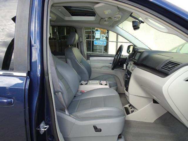 2009 Volkswagen Routan SEL Premium CARB - Photo 12 - Cincinnati, OH 45255