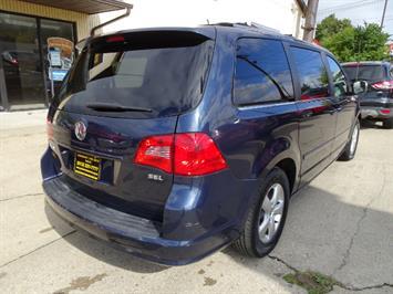2009 Volkswagen Routan SEL Premium CARB - Photo 4 - Cincinnati, OH 45255