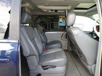2009 Volkswagen Routan SEL Premium CARB - Photo 13 - Cincinnati, OH 45255