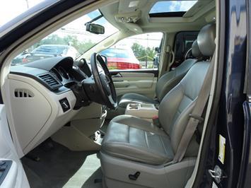 2009 Volkswagen Routan SEL Premium CARB - Photo 6 - Cincinnati, OH 45255