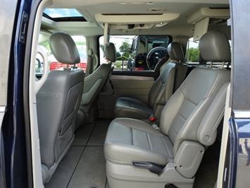 2009 Volkswagen Routan SEL Premium CARB - Photo 7 - Cincinnati, OH 45255