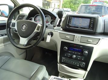 2009 Volkswagen Routan SEL Premium CARB - Photo 11 - Cincinnati, OH 45255