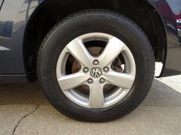 2009 Volkswagen Routan SEL Premium CARB - Photo 27 - Cincinnati, OH 45255