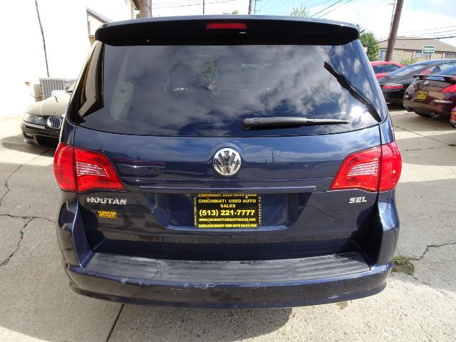 2009 Volkswagen Routan SEL Premium CARB - Photo 3 - Cincinnati, OH 45255