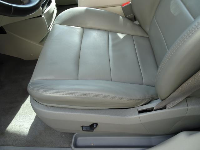 2009 Volkswagen Routan SEL Premium CARB - Photo 22 - Cincinnati, OH 45255