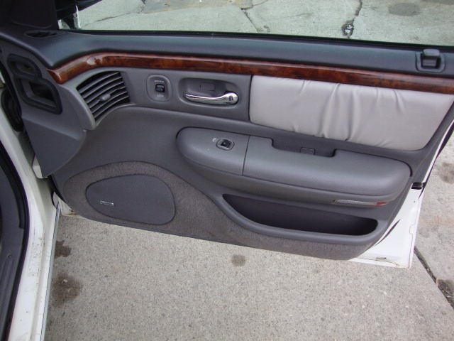 1997 Chrysler LHS - Photo 12 - Cincinnati, OH 45255