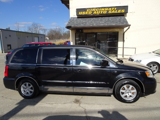 2011 Chrysler Town & Country Touring - Photo 3 - Cincinnati, OH 45255