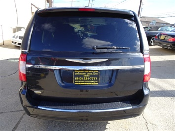 2011 Chrysler Town & Country Touring - Photo 4 - Cincinnati, OH 45255