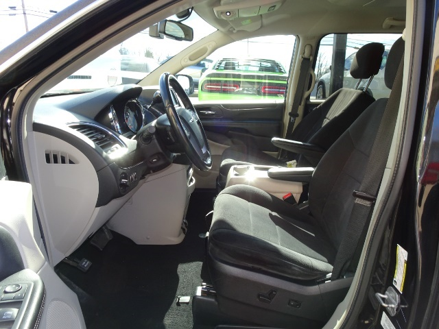 2011 Chrysler Town & Country Touring - Photo 7 - Cincinnati, OH 45255
