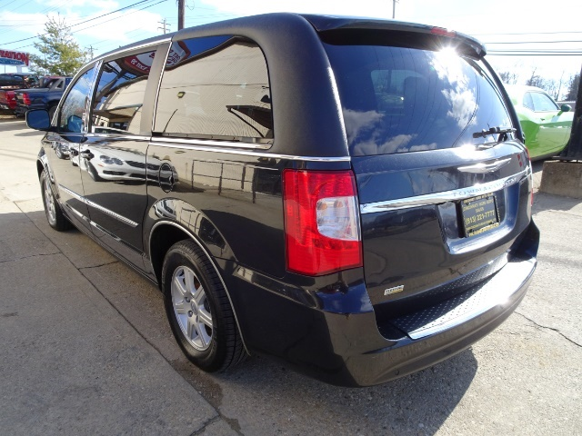 2011 Chrysler Town & Country Touring - Photo 11 - Cincinnati, OH 45255