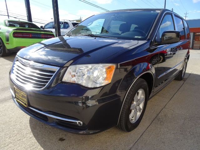 2011 Chrysler Town & Country Touring - Photo 9 - Cincinnati, OH 45255