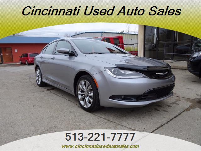 2015 Chrysler 200 Series S - Photo 1 - Cincinnati, OH 45255