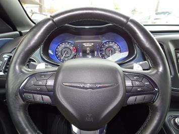 2015 Chrysler 200 Series S - Photo 15 - Cincinnati, OH 45255