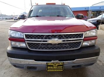 2005 Chevrolet Silverado 2500 LT 4dr Crew Cab - Photo 2 - Cincinnati, OH 45255