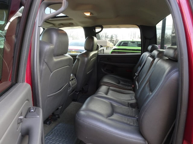 2005 Chevrolet Silverado 2500 LT 4dr Crew Cab - Photo 8 - Cincinnati, OH 45255