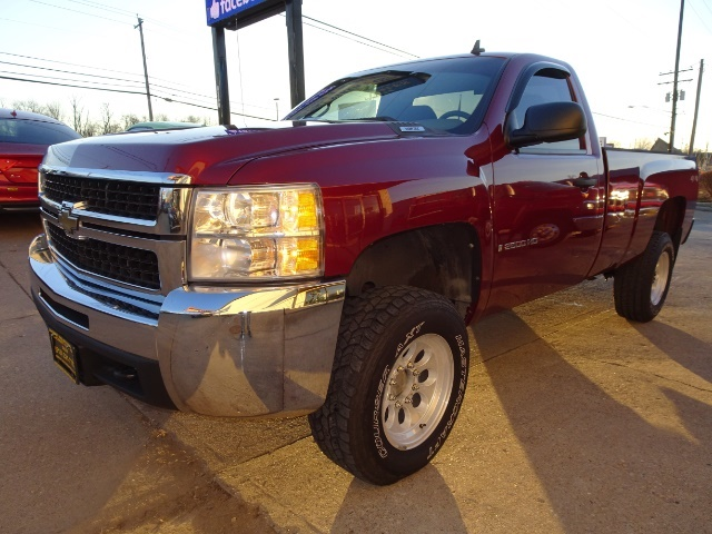 2009 Chevrolet Silverado 2500 Work Truck - Photo 8 - Cincinnati, OH 45255