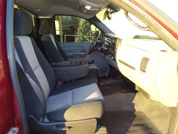 2009 Chevrolet Silverado 2500 Work Truck - Photo 7 - Cincinnati, OH 45255