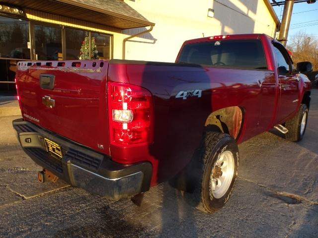 2009 Chevrolet Silverado 2500 Work Truck - Photo 5 - Cincinnati, OH 45255
