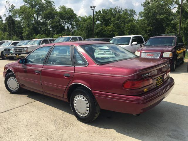 1993 Ford Taurus GL - Photo 12 - Cincinnati, OH 45255