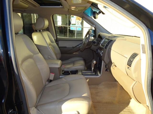 2005 Nissan Pathfinder XE - Photo 14 - Cincinnati, OH 45255