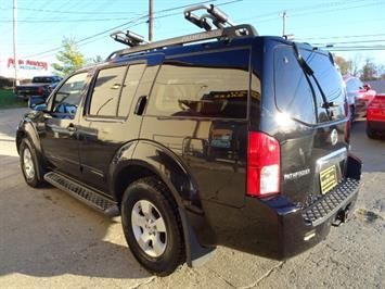 2005 Nissan Pathfinder XE - Photo 12 - Cincinnati, OH 45255