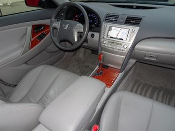 2011 Toyota Camry XLE V6 - Photo 12 - Cincinnati, OH 45255