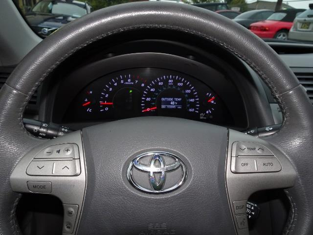 2011 Toyota Camry XLE V6 - Photo 15 - Cincinnati, OH 45255