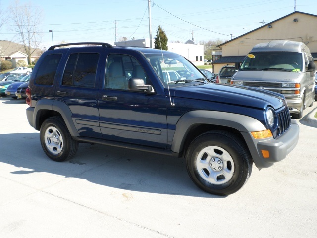 2005 jeep liberty sport for sale in cincinnati oh stock. Black Bedroom Furniture Sets. Home Design Ideas
