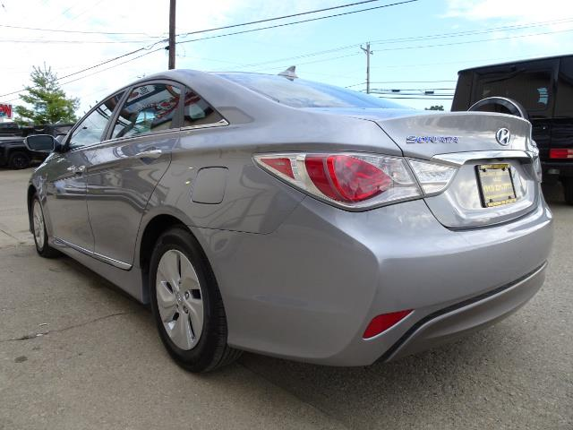 2015 Hyundai Sonata Hybrid - Photo 11 - Cincinnati, OH 45255