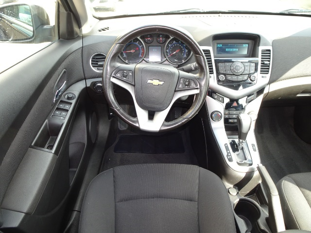 2014 Chevrolet Cruze 1LT Auto - Photo 6 - Cincinnati, OH 45255