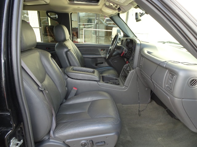 2006 GMC Sierra 2500 SLT 4dr Crew Cab - Photo 13 - Cincinnati, OH 45255
