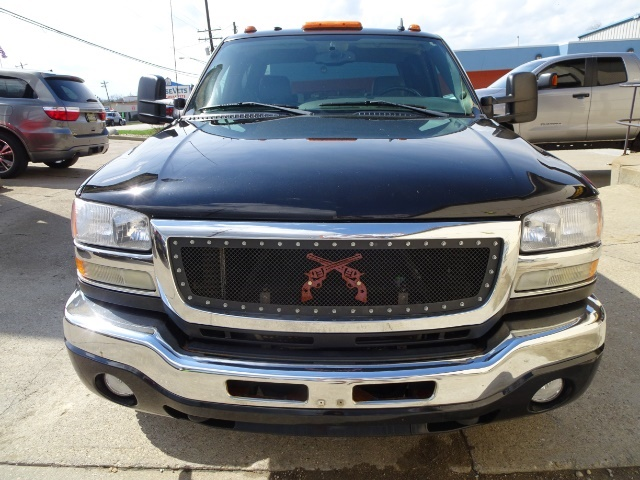 2006 GMC Sierra 2500 SLT 4dr Crew Cab - Photo 11 - Cincinnati, OH 45255