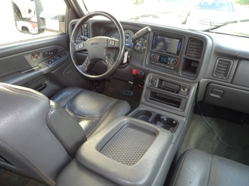 2006 GMC Sierra 2500 SLT 4dr Crew Cab - Photo 12 - Cincinnati, OH 45255