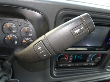 2006 GMC Sierra 2500 SLT 4dr Crew Cab - Photo 18 - Cincinnati, OH 45255