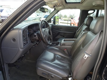 2006 GMC Sierra 2500 SLT 4dr Crew Cab - Photo 7 - Cincinnati, OH 45255