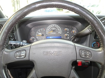2006 GMC Sierra 2500 SLT 4dr Crew Cab - Photo 15 - Cincinnati, OH 45255