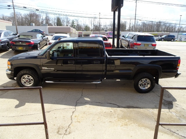 2006 GMC Sierra 2500 SLT 4dr Crew Cab - Photo 9 - Cincinnati, OH 45255