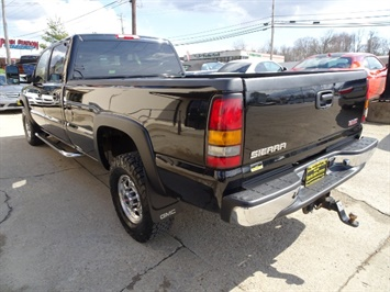 2006 GMC Sierra 2500 SLT 4dr Crew Cab - Photo 5 - Cincinnati, OH 45255