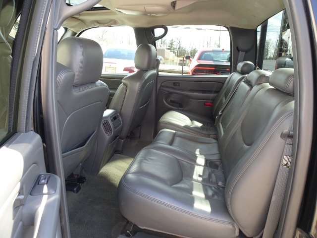 2006 GMC Sierra 2500 SLT 4dr Crew Cab - Photo 8 - Cincinnati, OH 45255