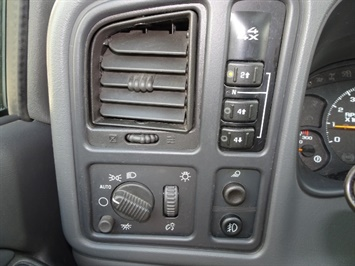 2006 GMC Sierra 2500 SLT 4dr Crew Cab - Photo 19 - Cincinnati, OH 45255
