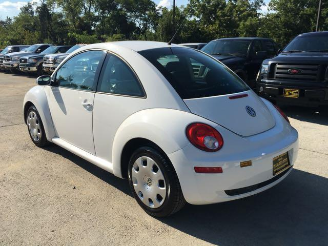 2010 Volkswagen Beetle - Photo 4 - Cincinnati, OH 45255