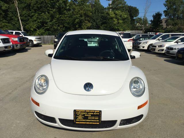 2010 Volkswagen Beetle - Photo 2 - Cincinnati, OH 45255