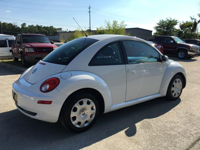 2010 Volkswagen Beetle - Photo 6 - Cincinnati, OH 45255