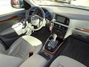 2010 Audi Q5 3.2 quattro Premium Plus - Photo 14 - Cincinnati, OH 45255