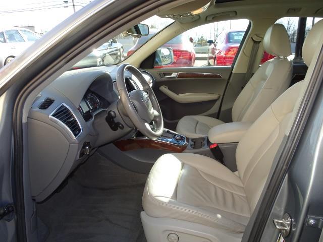 2010 Audi Q5 3.2 quattro Premium Plus - Photo 6 - Cincinnati, OH 45255