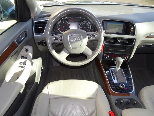 2010 Audi Q5 3.2 quattro Premium Plus - Photo 12 - Cincinnati, OH 45255