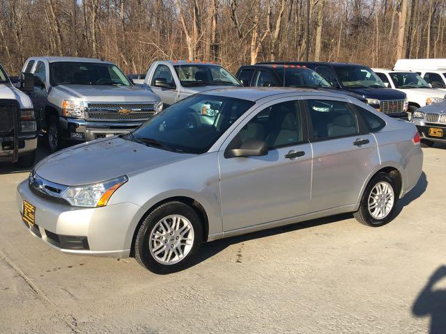 2010 Ford Focus SE - Photo 3 - Cincinnati, OH 45255