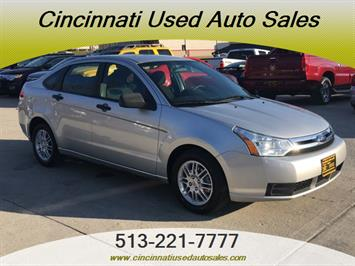 2010 Ford Focus SE - Photo 1 - Cincinnati, OH 45255