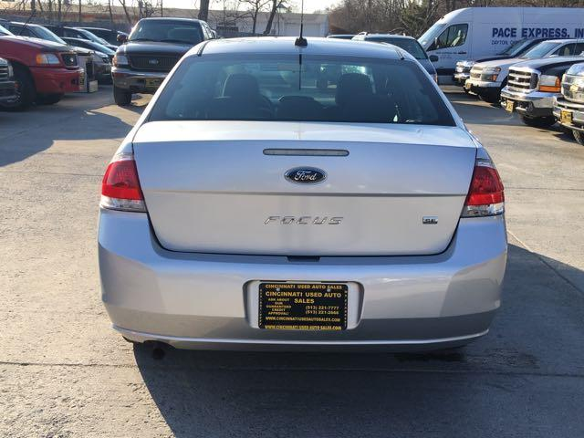 2010 Ford Focus SE - Photo 5 - Cincinnati, OH 45255
